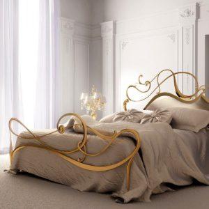 Латунь в спальной комнате