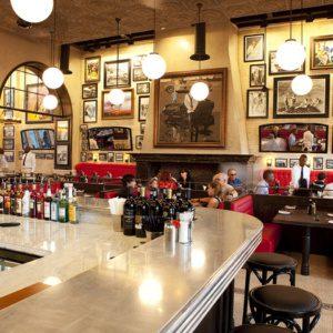 Интерьер семейного ресторана Remos с использованием латуни
