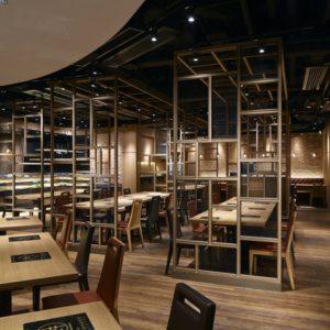 Интерьер японского ресторана в индустриальном стиле