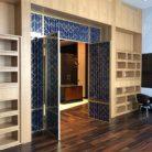 Межкомнатные двери декорированные латунью
