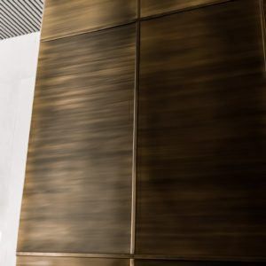 Латунная стена в ЖК «ЗИЛАРТ»
