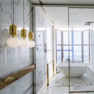 Латунная отделка в ванной комнате