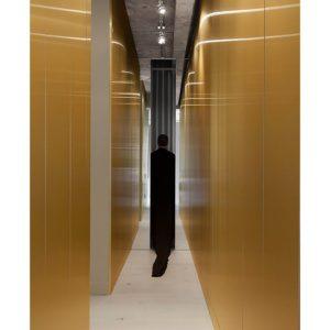 Жан Вервиль: золото и минимализм