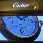 бутик Cartier с латунной рамой